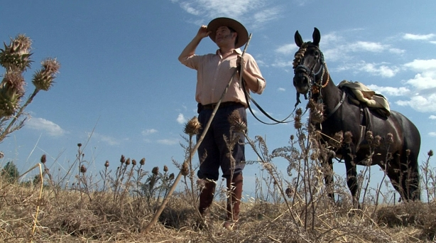 Justo es vaquero trashumante. Guía al ganado desde las dehesas a la montaña.